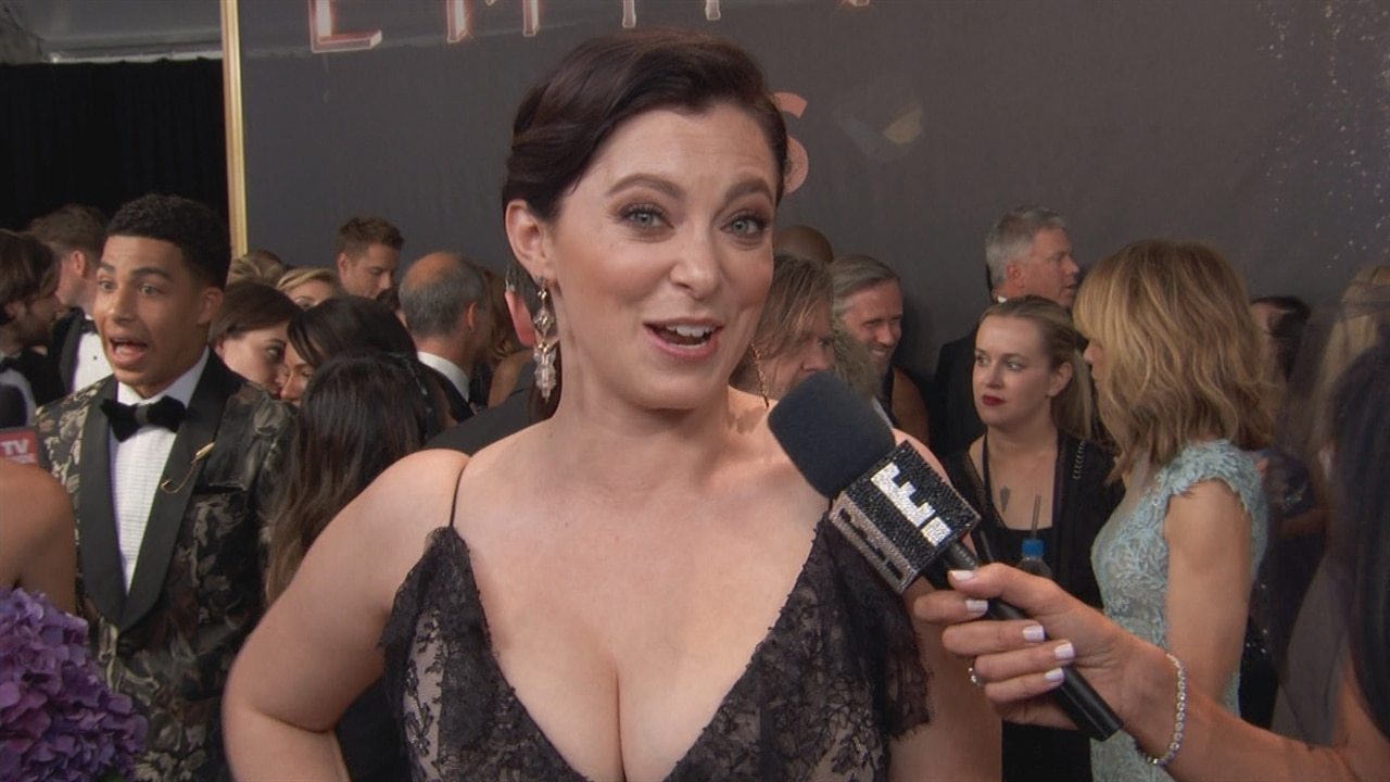 Rachel Bloom Totally Bought Her 2017 Emmys Dress Because Gucci Is Not Lending Me One E News
