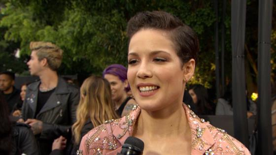 Halsey: Nerve-Wracking Working With Bieber