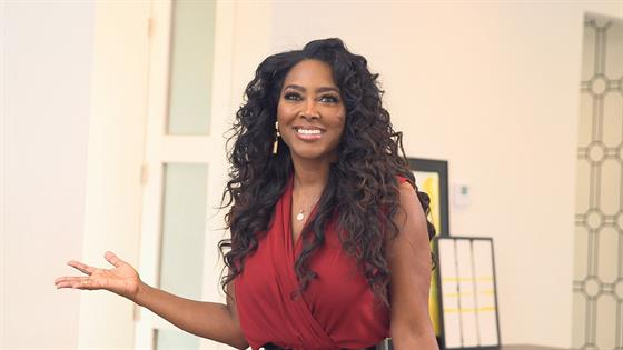 Kenya Moore Pulls Gun Out On 3 Intruders