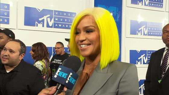 Cassie Rocks Yellow Hair on VMAs Red Carpet!