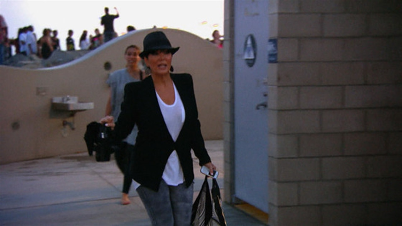 remember when kris jenner accidently peed her pants on