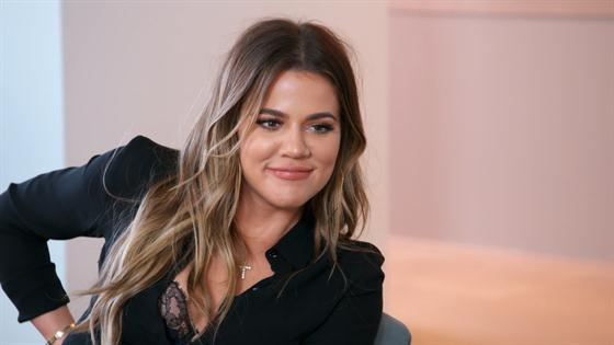Watch Khloé Kardashian Tell Her Entire Family She's Pregnant