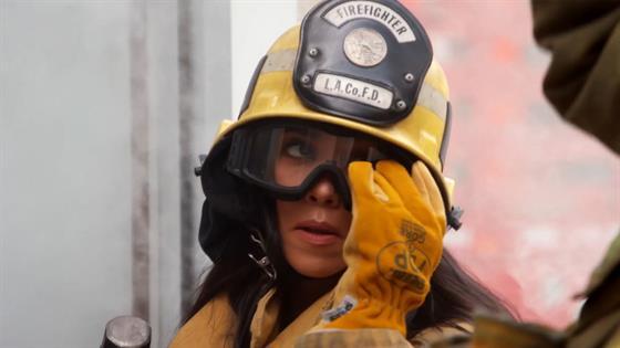 Kourtney Kardashian Fails as a Firefighter