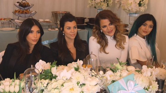 Inside Kourtney Kardashianu0027s Breakfast At Tiffanyu0027s Baby Shower: Watch Kim  And Khloé Welcome The Guests, See The Cake And More! | E! News