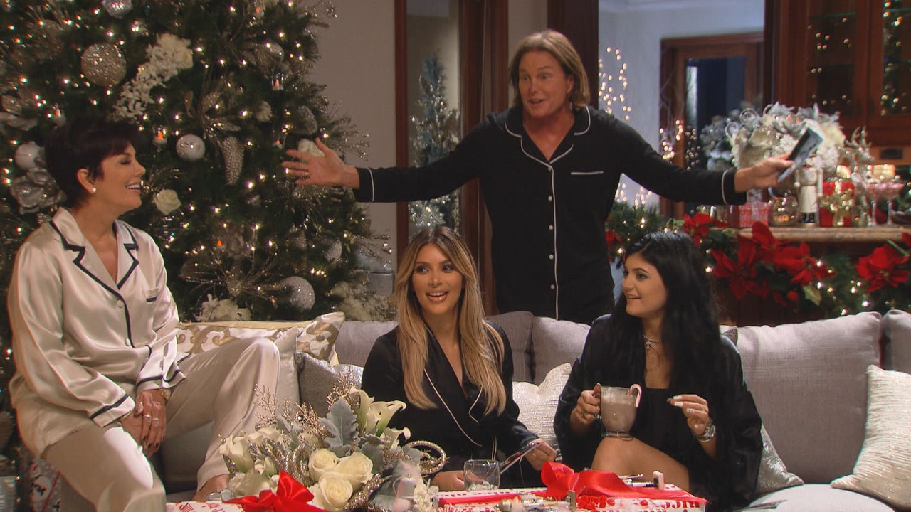 Kardashians' Christmas Card for 2015 Is Coming, Plus Get Details ...
