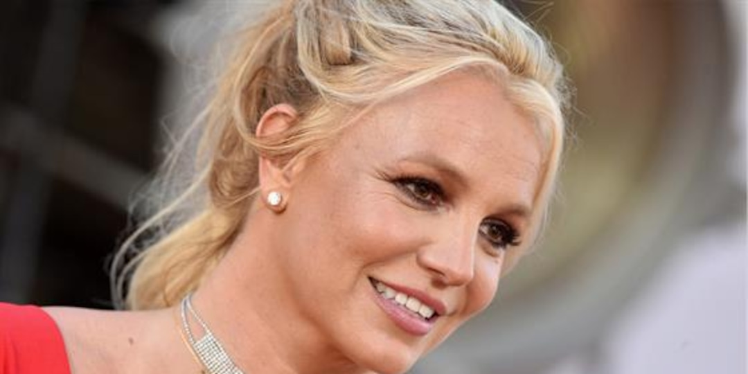 """Britney Spears Debuts """"Different"""" Look in New Dance Video - E! Online.jpg"""
