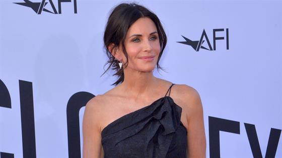 """Courteney Cox's Reunion Emmy Nom Isn't What She Was """"Looking For"""" - E! Online"""