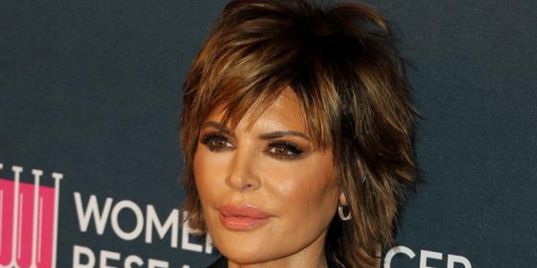 Lisa Rinna Discusses Daughter Amelia's Romance With Scott Disick - E! Online.jpg