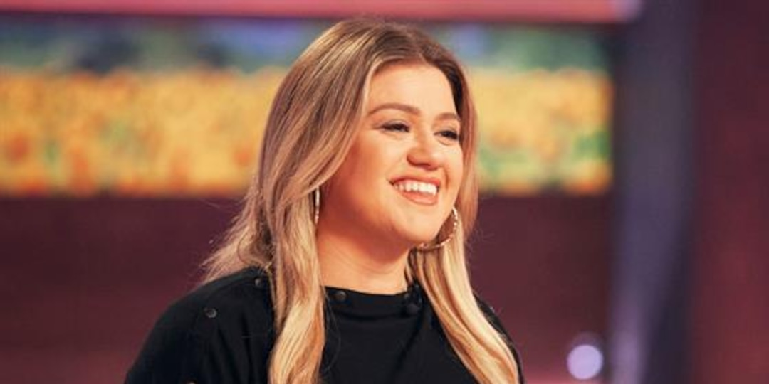 Kelly Clarkson Overshares With TMI Trash Can Story - E! Online.jpg