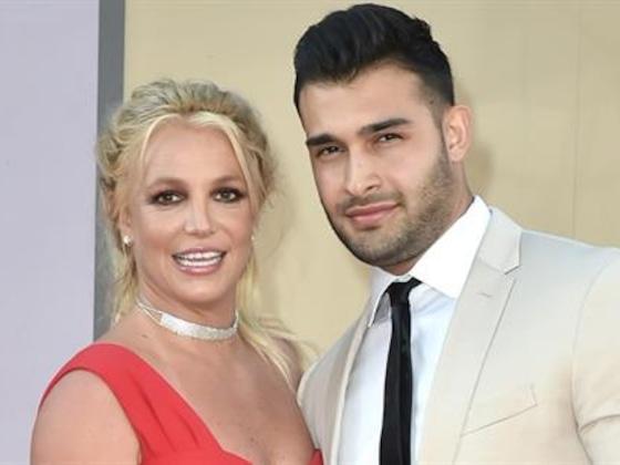 Britney Spears Sparks Engagement Rumors