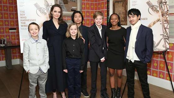 Angelina Jolie fue con Maddox a su primer día de universidad