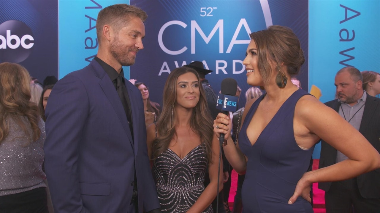 Brett Young Taylor Mills Hit Cmas Red Carpet As Newlyweds E News