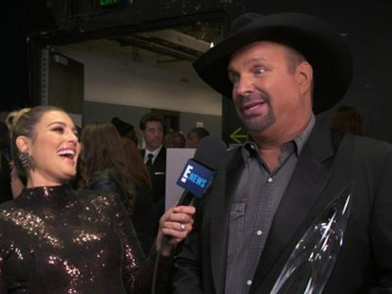 Garth Brooks Praises Other Entertainers After CMA Awards Win
