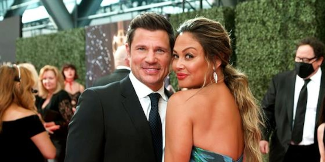 Nick Lachey GLAMBOT: Behind the Scenes at 2021 Emmys - E! Online.jpg