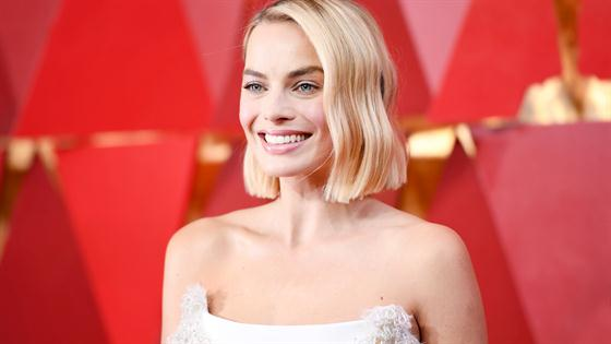 How to Get Margot Robbie's 2018 Oscars Hairstyle