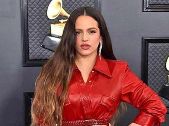La reacción de Rosalía al ganar el Grammy durante su paso por la alfombra roja