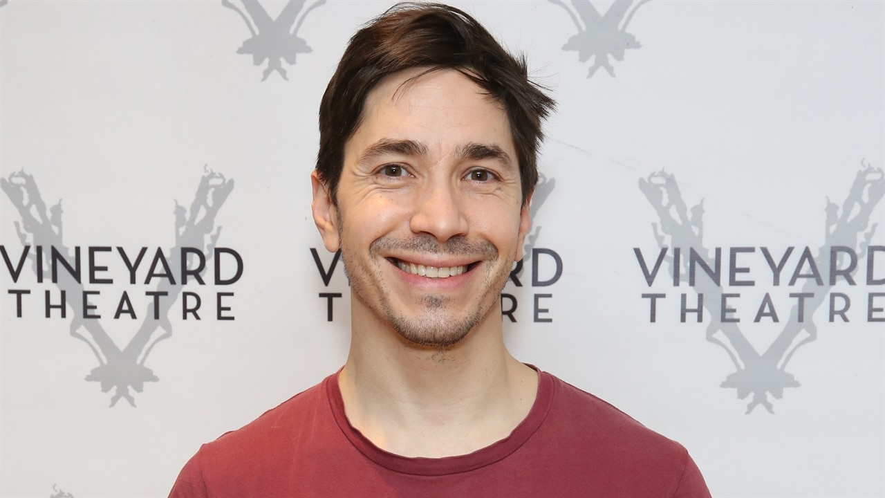 Justin Long Jokes About His Skincare Routine