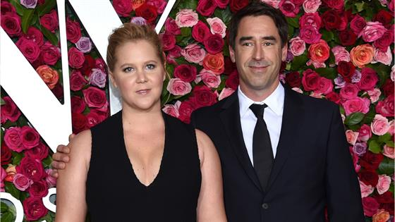 Amy Schumer does standup just 2 weeks after giving birth