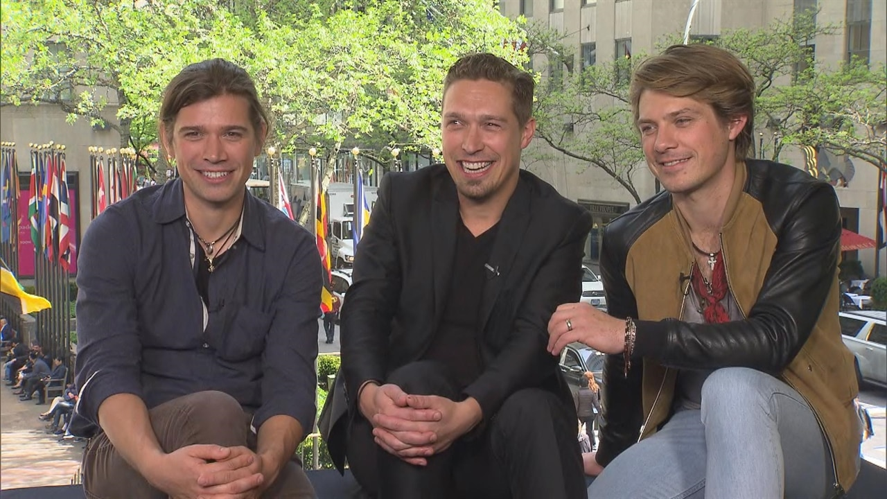 """Why Hanson's """"Scary"""" Choices Worked: Zac Hanson Talks 20 Years of """"MMMBop"""" and His Future With Taylor and Isaac"""