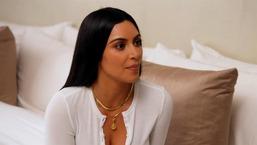 """Kim Kardashian West """"ne fait plus confiance à personne"""" après son braquage à Paris"""