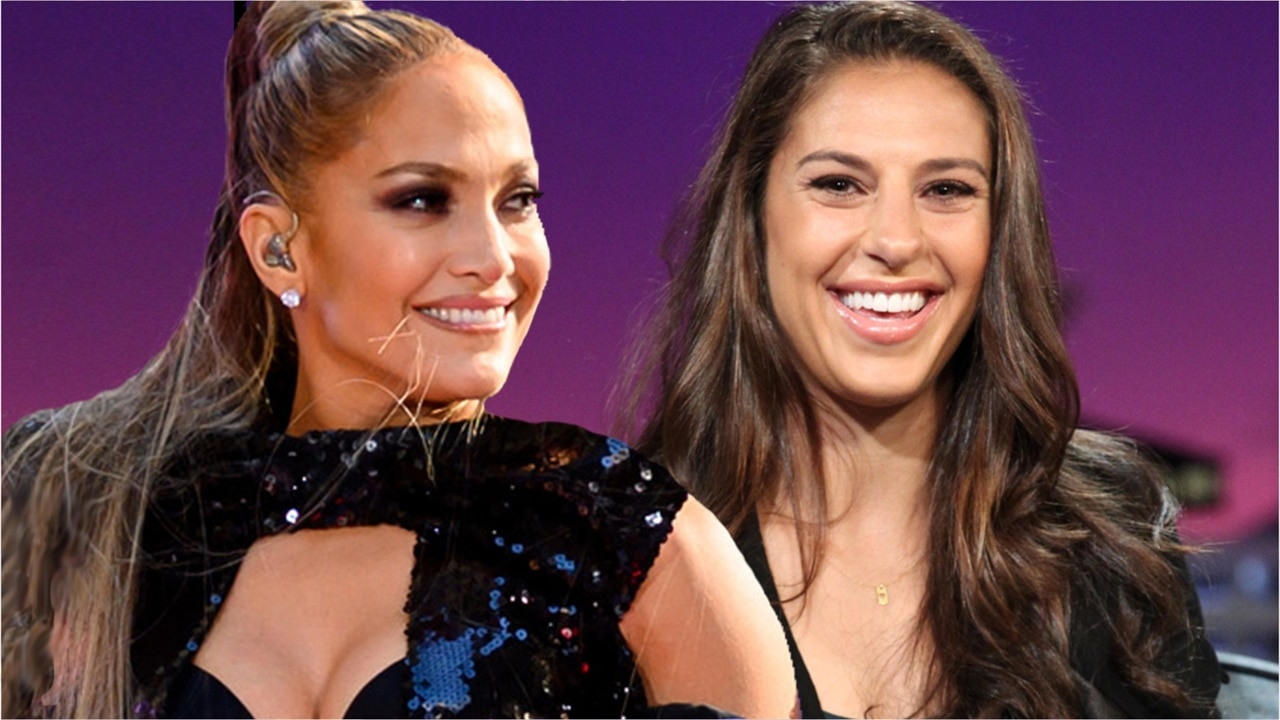 Jennifer Lopez fait une lap dance à Carli Lloyd sur scène pour fêter sa victoire en Coupe du monde de foot
