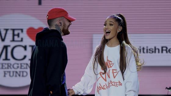 Ariana Grande rompe en llanto durante concierto al recordar a Mac Miller