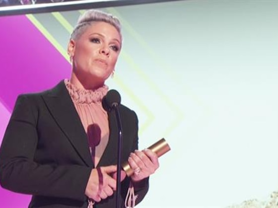 Pink Inspires While Accepting E! People's Champion Award