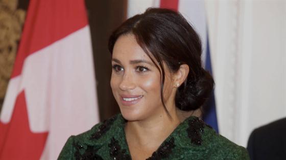 Meghan Markle se convierte en ʻmadrina' de las niñas del mundo