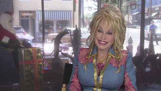 Nbc Christmas Of Many Colors.Dolly Parton Explains Meaning Of Coat Of Many Colors