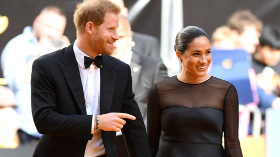Isabel II prohíbe a Meghan Markle vestirse