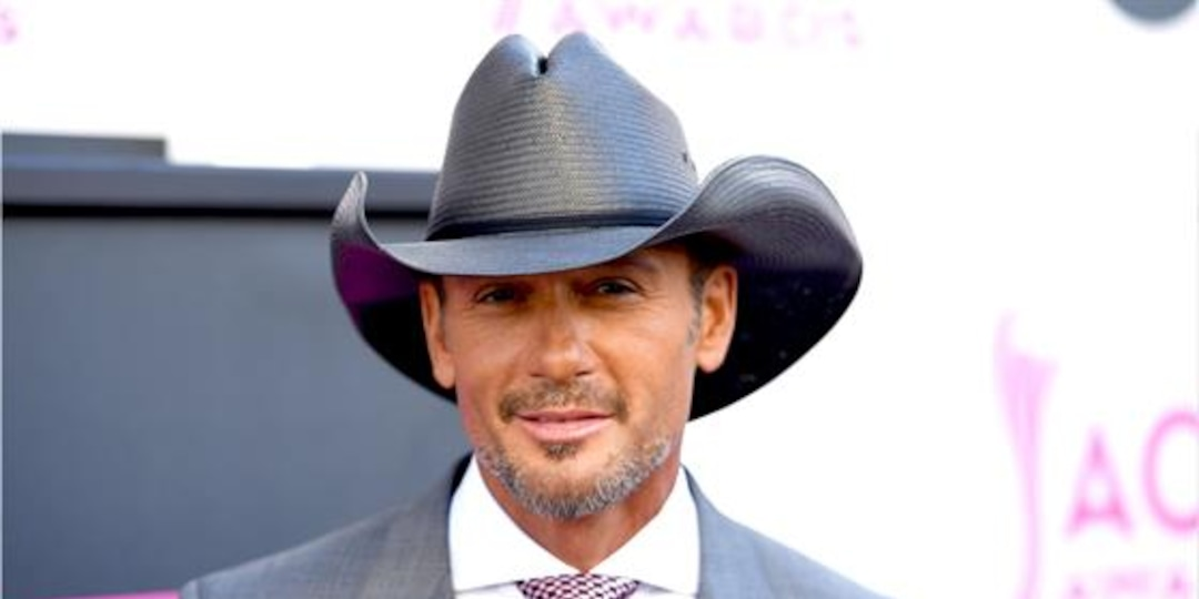 Tim McGraw Jumps Offstage to Confront Fan During Concert - E! Online.jpg
