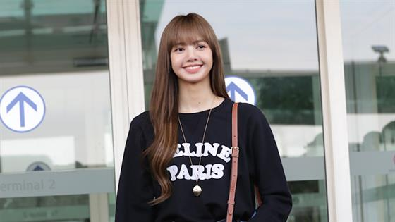 BLACKPINK Lisa Puts the Boom in Boombayah - What the Fashion (S2, Ep28)
