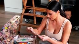 Kim Kardashian trouve une vieille photo de Khloé jouant au softball