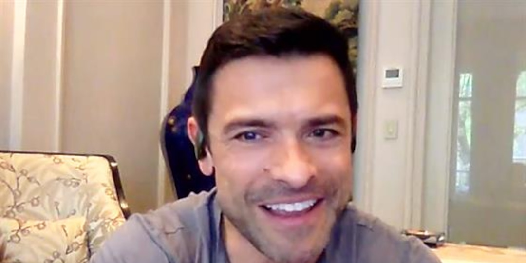 """Mark Consuelos Gives Exclusive """"Riverdale"""" Scoop With Son Michael - E! Online.jpg"""