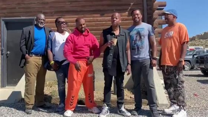 Kanye West Steps Out For Shopping Trip After Receiving Support E Online Deutschland