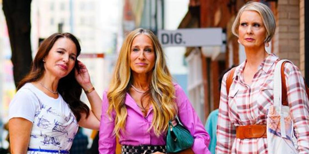 """Just Like That"" Teaser Shows Carrie & Big Kissing - E! Online.jpg"