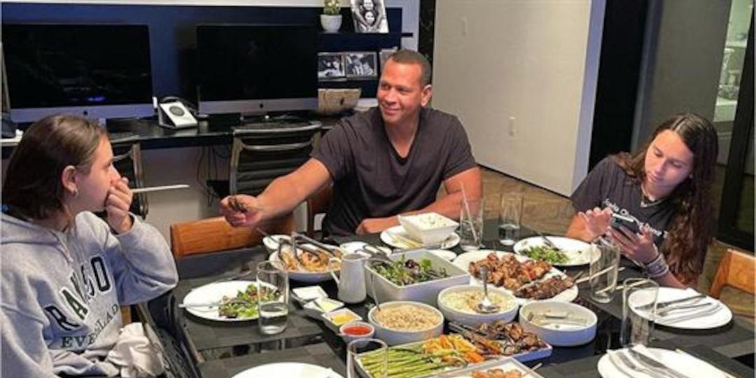 Alex Rodriguez's Family Dinner Features Empty Seats After J.Lo Split - E! Online.jpg